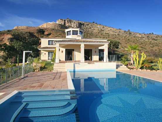 Villa for sale in Marbella Club Golf Resort with 6 bedrooms | Amrein Fischer