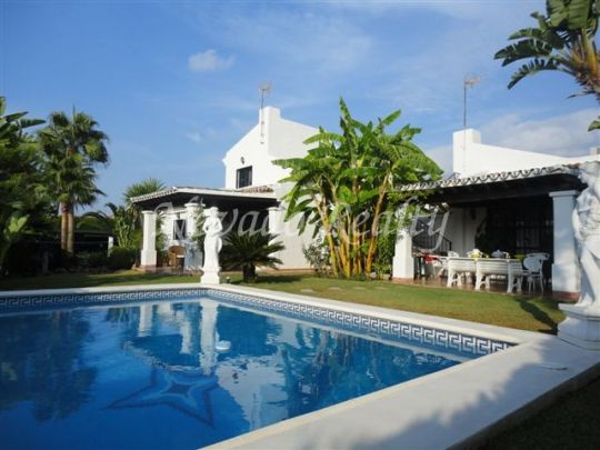 Villa on two floors situated between Marbella and Puerto Banus