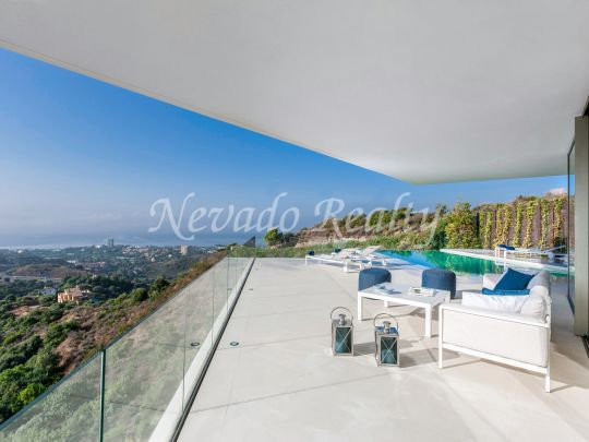 Spectacular brand new contemporary villa with panoramic views of the sea and the Mediterranean coast