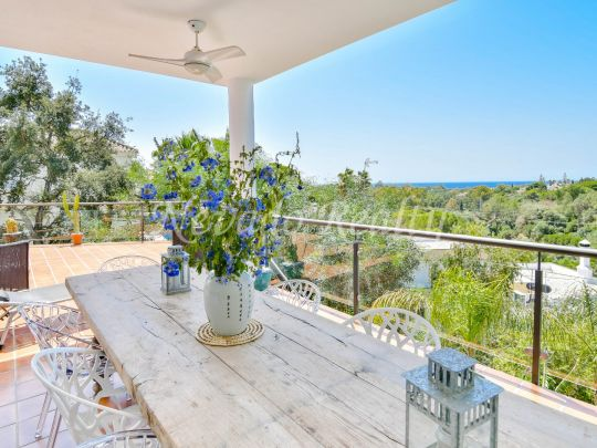 Villa recently built in Elviria with magnificent views of the sea and golf