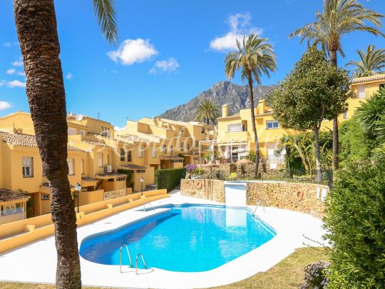 Great semi-detached house for sale in Marbella with solarium and sea views