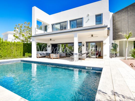 Modern golf villa for sale next to Los Naranjos golf course