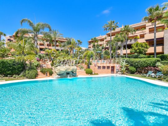 Spectacular beachside duplex penthouse for sale in luxury community in Marbella Los Monteros