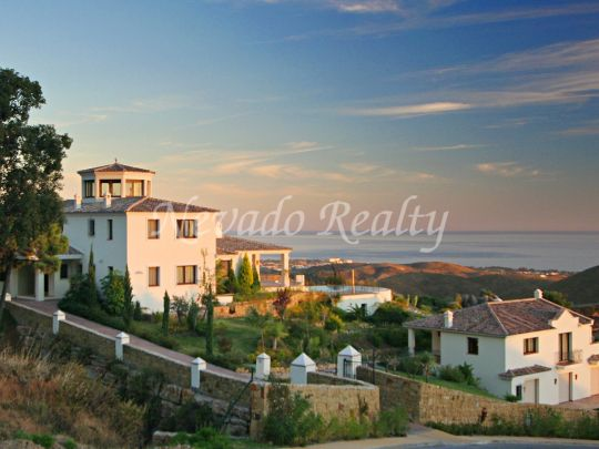 Fantastic villa in elevated position with panoramic views of the sea and the coast