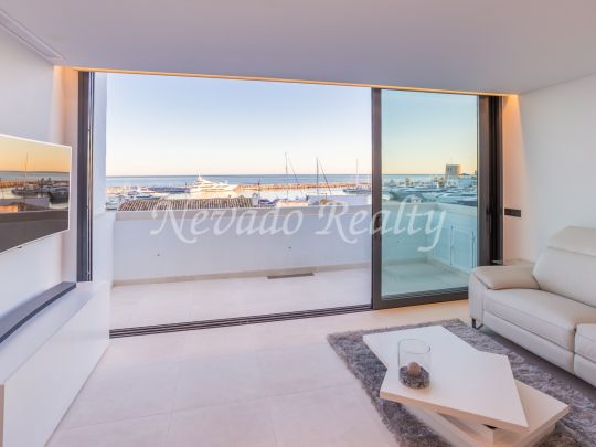 Spectacular duplex penthouse completely renovated with views of the marina and the sea