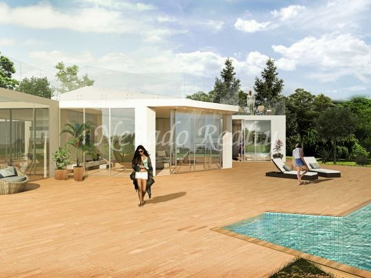 Villa to refurbish on a large plot in the Marbella Golden Mile