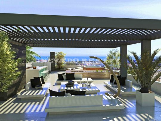 Villa on plan on golf course in Estepona