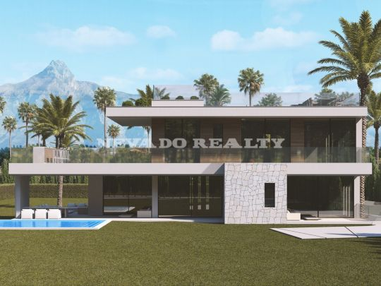 Special! Villa under construction next to the beach in the best area of Marbella's Golden Mile