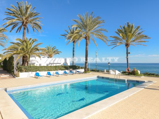 Special! Duplex apartment within an exclusive complex on the first line of the beach