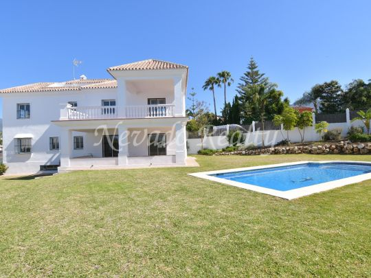 Brand new independent villa next to the Aloha golf course in Nueva Andalucia