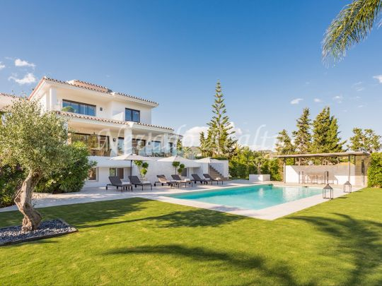 Contemporary villa for sale in Marbella East, style and details