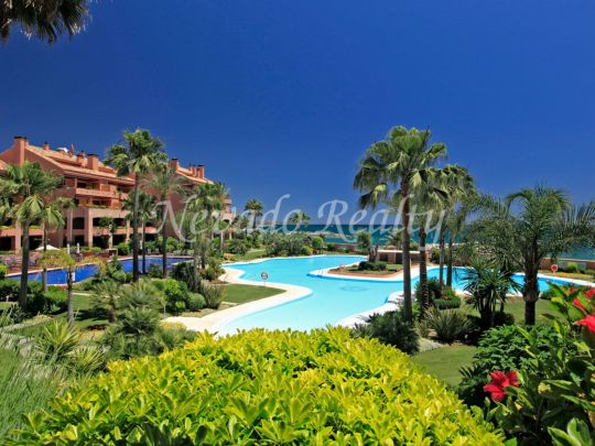 Luxurious ground floor garden apartment next to the beach in Puerto Banús