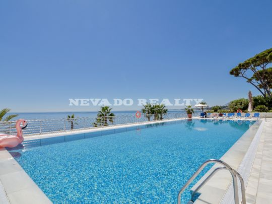 Front line beach complex apartment for sale in Marbella
