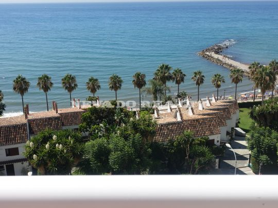 Splendid large beach front penthouse for rent in Marbella Centre