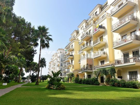 Spacious and bright penthouse for sale in front line beach complex in Puerto Banús