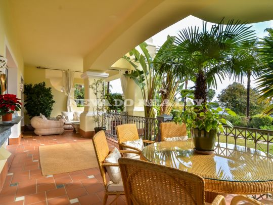 Stylish apartment for sale in Altos Reales, Marbella