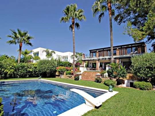Charming and luxurious villa for sale in Sierra Blanca with lovely views