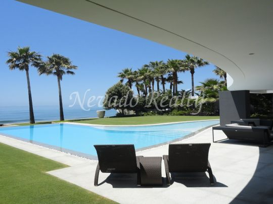 Modern villa situated in Los Monteros