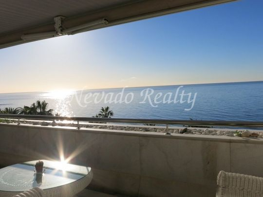 Apartment situated in Gran Marbella, in a first line beach complex, close to all servives and amenities.