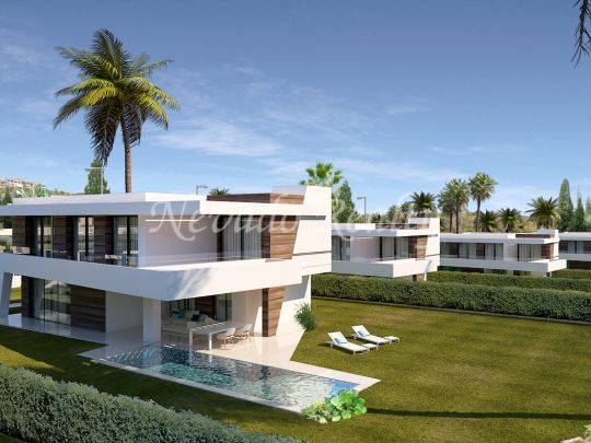 25 luxury villas on flat next to the La Resina golf course