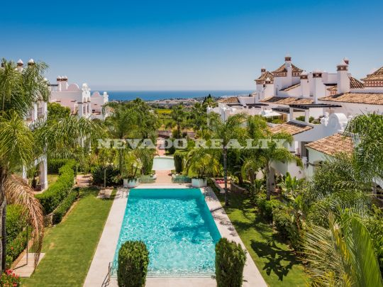 Modern style 2, 3 and 4 bedroom apartments with mountain and sea views in Sierra Blanca