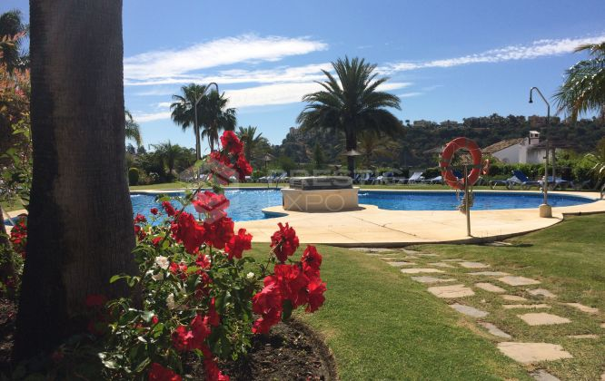 Apartment near Los Arqueros golf course, Benahavis.