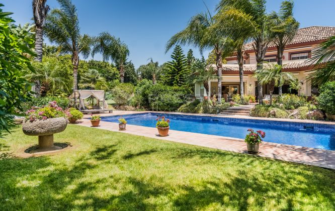 San Pedro de Alcantara, villa for sale in Guadalmina Baja,