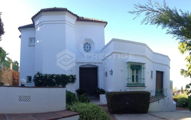 An exclusive villa in Marbella Golden Mile