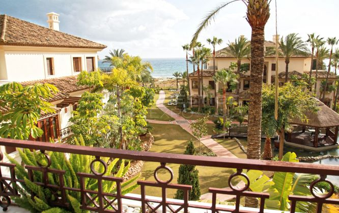 GROUND FLOOR APARTMENT FOR SALE IN LOS MONTEROS PLAYA, MARBELLA EAST