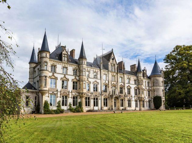 Castillo for sale en Charbonnières