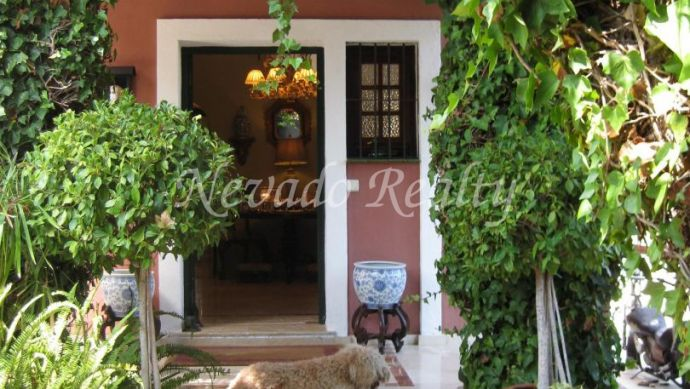 Villa on two floors situated in Marbella town, close to all services.