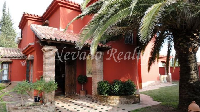 Rustic style villa on two floors situated in Marbella town.