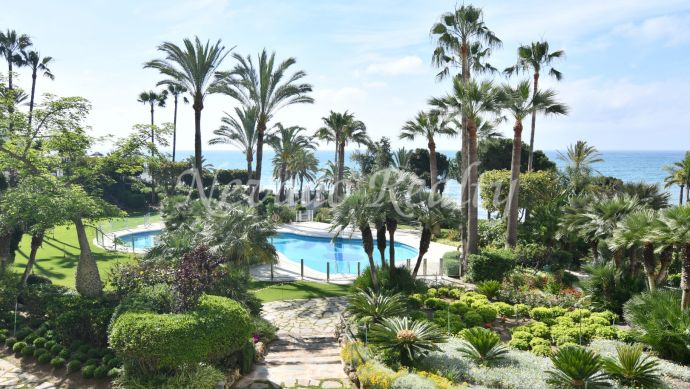 Front line beach apartment for rent in Gran Marbella