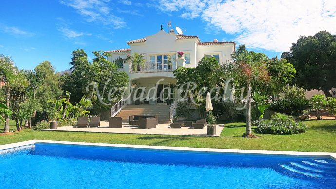 Fully refurbished family villa for sale in Nueva Andalucía