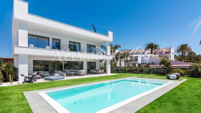3 brand new independent contemporary villas for sale in Puerto Banús