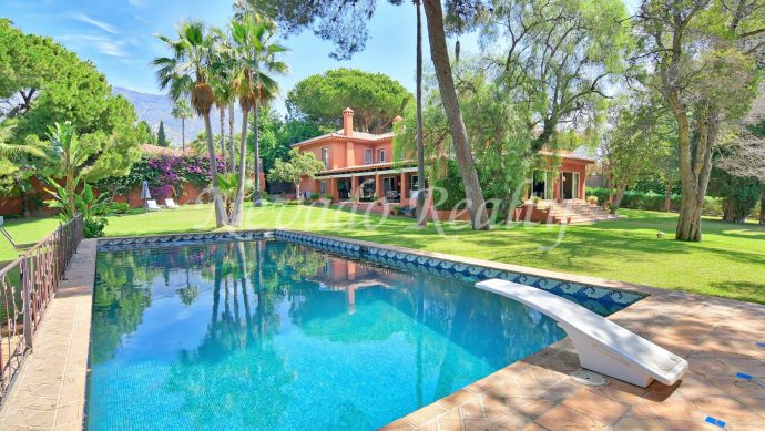 Rustic style villa located in Nagüeles ideal for families