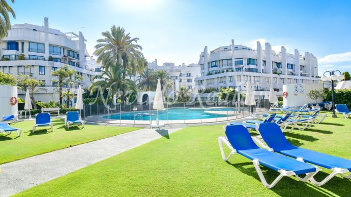 Triplex penthouse situated in Marbella town, in a second line beach development.