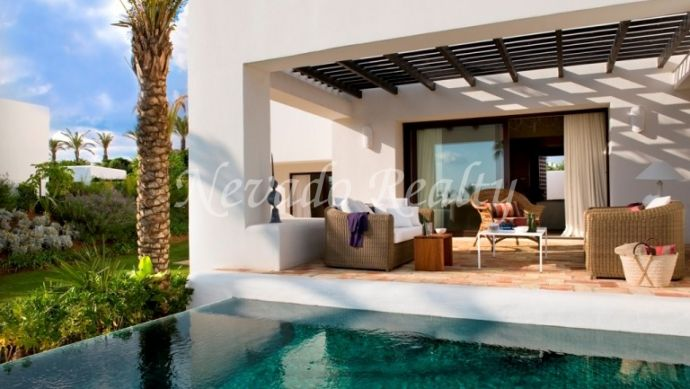 Brand new villa for sale situated in Finca Cortesin, just in front of the sea and close to the golf course.