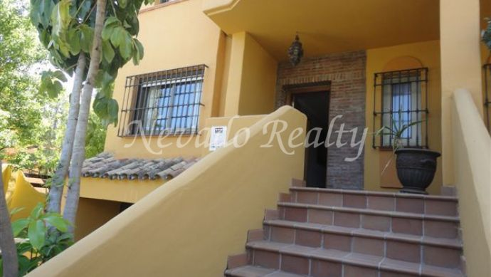 Nice townhouse on two floors plus solarium and basement situated on Marbella Golden Mile.