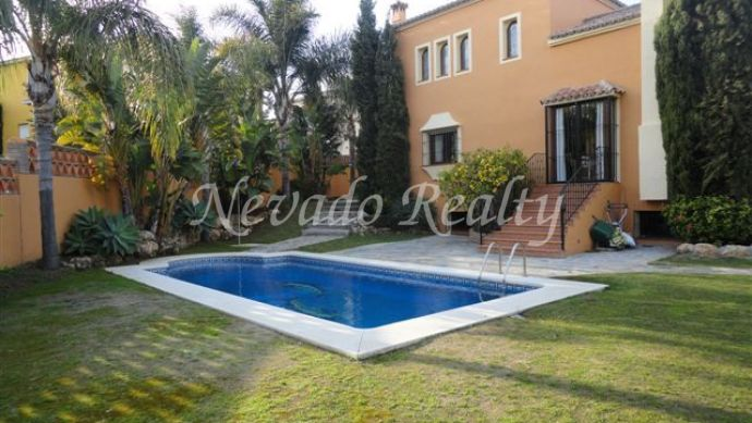 Rustic style house for sale next to the Guadalmina golf course