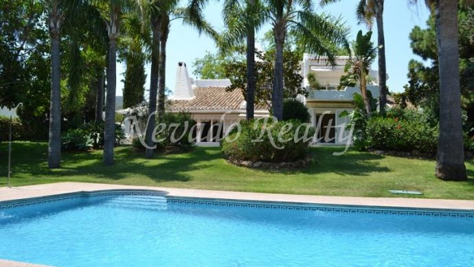 Family villa for sale with beautiful garden located in Rio Real Marbella