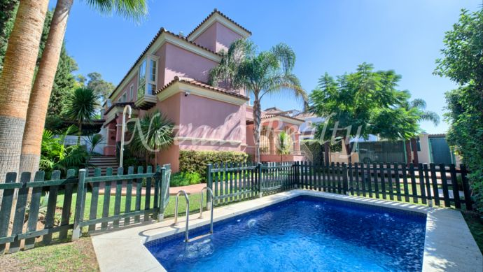 Family semi-detached villa for sale very close to Puerto Banús and the beach