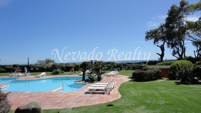 Spacious beachfront apartment in Marbella East