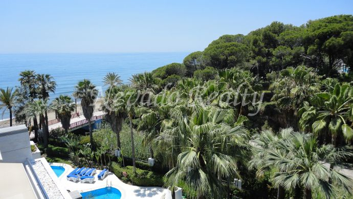 Frontline beach complex apartment for sale in Marbella