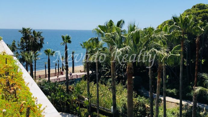 Superb and modern apartment to rent in frontline beach complex.