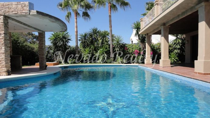 Family villa for sale with private pool and garden on the Golden Mile of Marbella