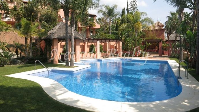 Townhouse for sale in exclusive gated community in the center of Marbella