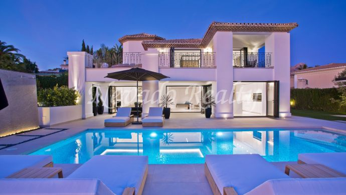 Villa with golf and sea views for sale in Nueva Andalucía