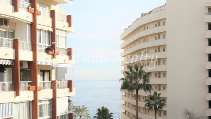 Apartment for sale in Marbella centre, South facing the beach, completely renovated