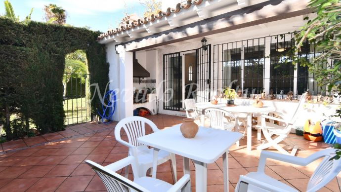 Large corner townhouse for sale in Marbella near the city center and the beach